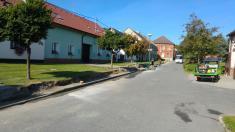 Rekonstrukce chodníku od autobusové zastávky